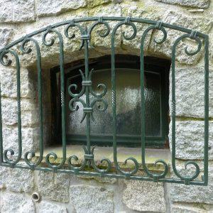 Stabiles Rundbogenfenstergitter