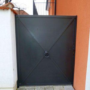 Blechfetzentüre handgeschmiedet für sicheren Gebäudeabschluß